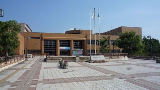 1280px-瑞浪市総合文化センター