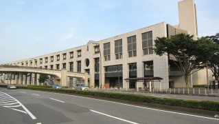 1280px-Fuji_City_Hall