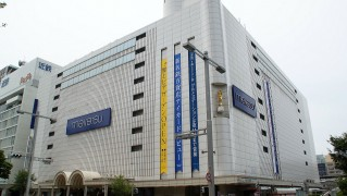 1280px-MEITETSU_Department_Store_-_Head_Store_-_01