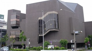1280px-Nagoya_City_Performing_Arts_Center_1
