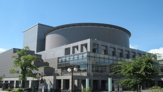 1280px-Hatsukaichi_City_Hall_Complex007